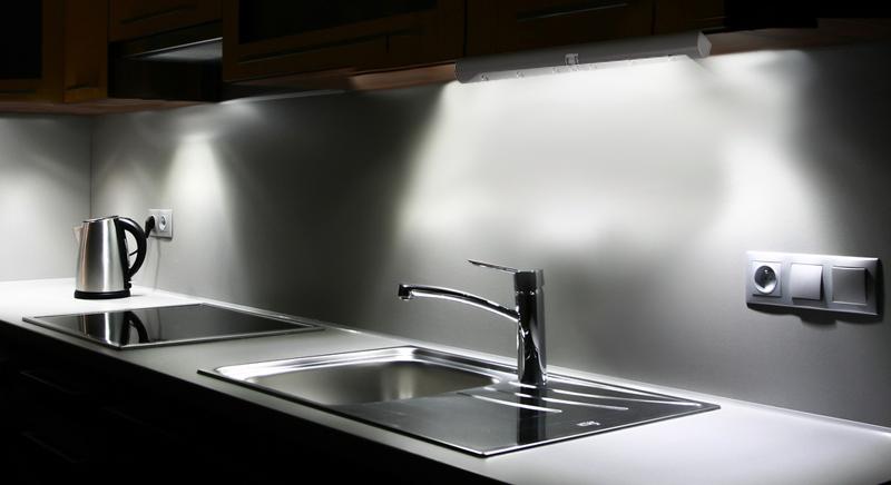 led lichtleiste mit bewegungsmelder 5xaaa batterie kaltwei schrank beleuchtung ebay. Black Bedroom Furniture Sets. Home Design Ideas