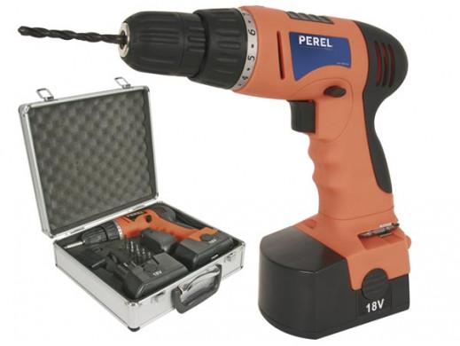Wiertarka akumulatorowa z dwoma akumulatorami i zestawem akcesorii w walizce PRD18V2