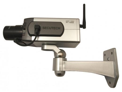 Atrapa kamery z diodą i sensorem ruchu