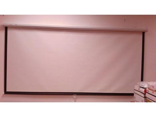 Ekran projekcyjny Maclean...