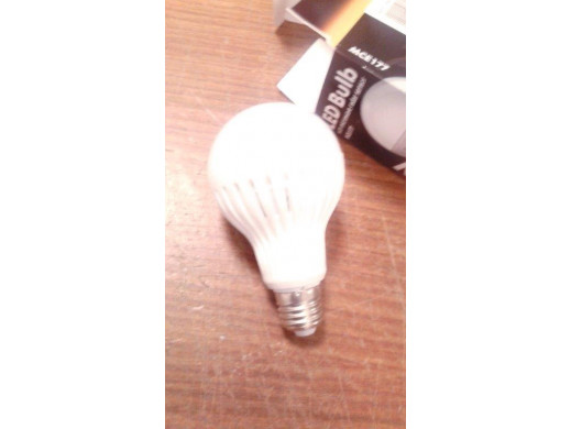 Żarówka LED E27 9W 230V Maclean Energy MCE177 WW ciepły biały czujniki są wyłączone żarówka świeci cały czas