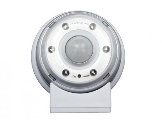 Lampa LED z sensorem ruchu, magnes, stojak, haczyk  czas świecenia 20s 60s 90s 4xAAA Maclean Energy MCE02 POSERWISOWA Ślady uży